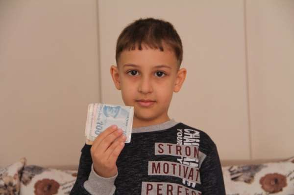 7 Yaşındaki Mustafa kumbarasındaki 200 TLyi kampanyaya bağışladı