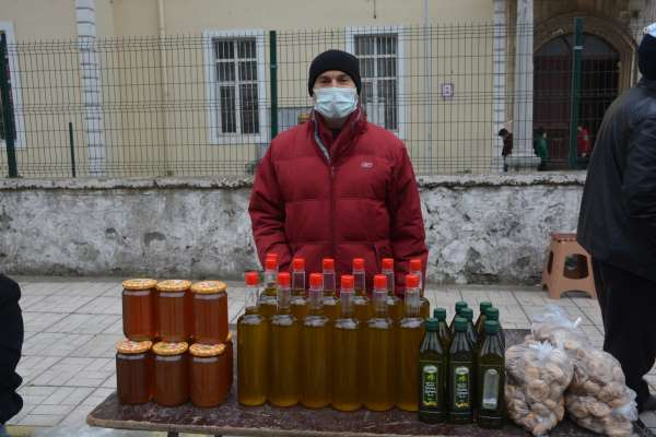 Aydının yöresel ürünleri Sinop pazarında