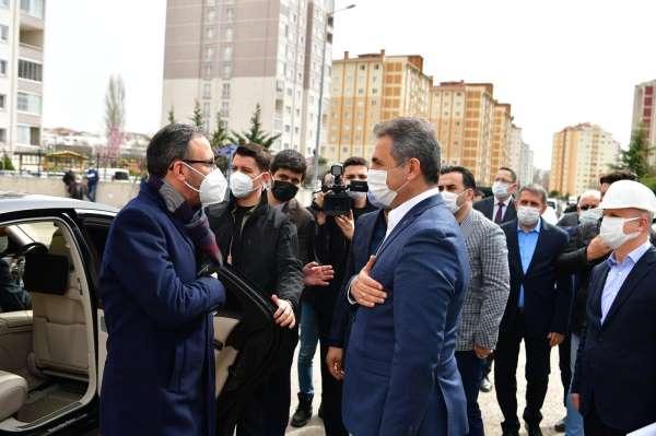 Bakan Kasapoğlu, Mamaktaki gençlik ve spor yatırımlarını inceledi
