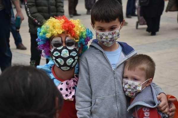 Boyabatta çocuklara özel Ramazan sokak gösterileri