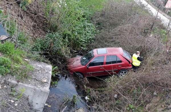 Samsunda otomobil su kanalına uçtu: 2 yaralı