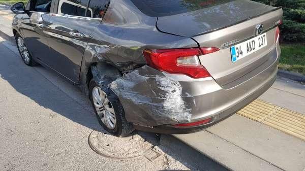 Ankarada önlemsiz şekilde terk edilen otomobil kazaya sebebiyet verdi: 4 yaralı