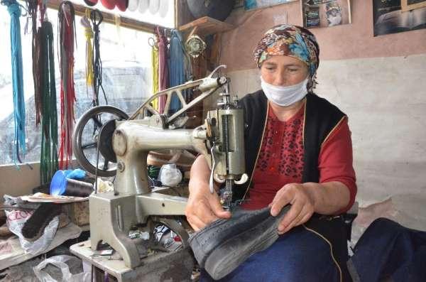 Ayakkabı tamircisi Zeynep ustaya İstanbul'dan bile ayakkabı geliyor