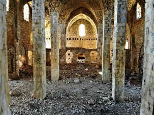 Definecilerin hedefi olan tarihi kilise ve manastır turizme kazandırılmayı bekli
