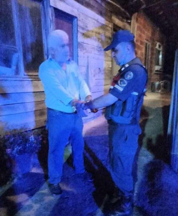 Ordu'da köpekleri sopa ile döven adam kelepçelenerek gözaltına alındı