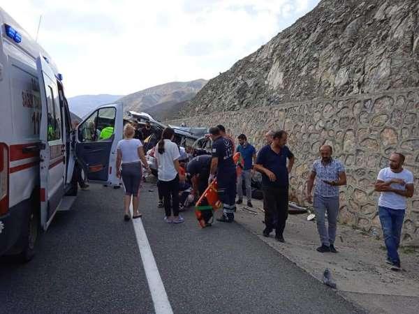 Erzincanda trafik kazası: 2si ağır 4 yaralı