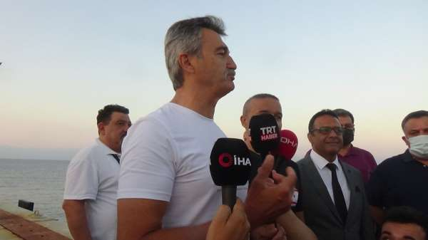 Türk Bayrağı kulaçlarla Kıbrısa taşınacak