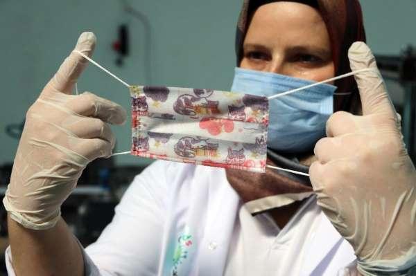 Yozgat'ta öğrencilere özel günlük 120 bin adet maske üretiliyor
