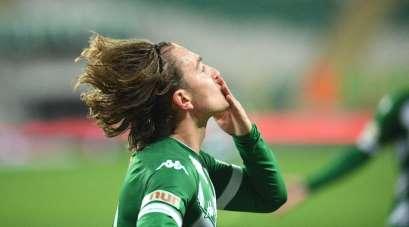 Bursasporlu futbolcu Ali Akman galibiyeti Vefa Temel'e armağan etti
