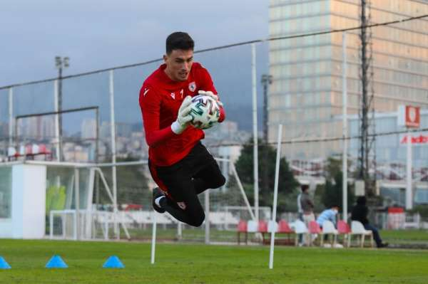 Samsunspor kalecisi Nurullah, geçen sezonki performansını aratır oldu