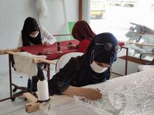 Savaştan kaçan kadınlar genç kızların hayallerine ortak oluyor