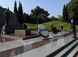 TBMM Başkanı Şentop, Azerbaycan ve Türk şehitliklerini ziyaret etti