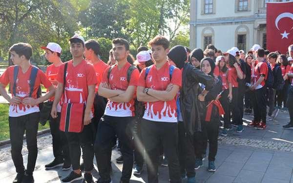 Samsun'da 19 Mayıs Kutlamaları, Anıta Çelenk Konmasıyla Başladı