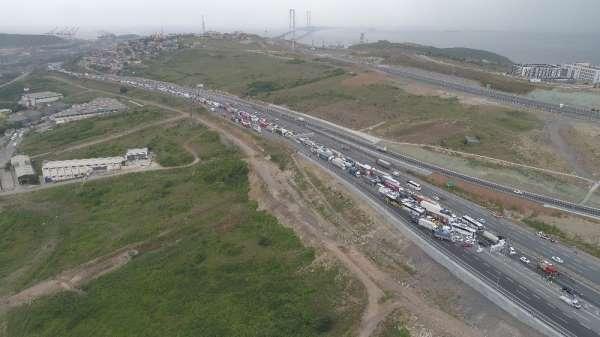 TEM'de zincirleme kaza trafik durdu