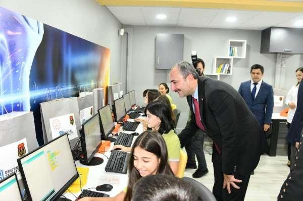 Bakan Gül, Bilim Sınıfının açılışını yaptı