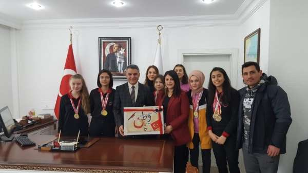 Başarılı sporculardan Kaymakam Özkan'a ziyaret
