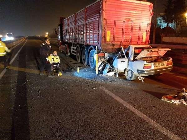 Kamyona arkadan çarpan sürücü, kaza yerinde hayatını kaybetti