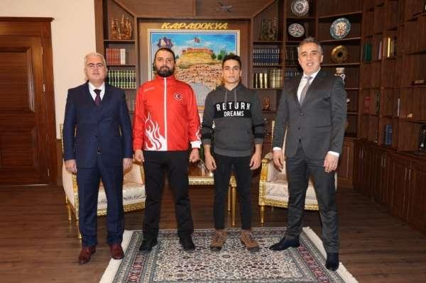 Belediye Başkanı Savran, sporcular Çetinkaya ve Ekmek'e başarılar diledi