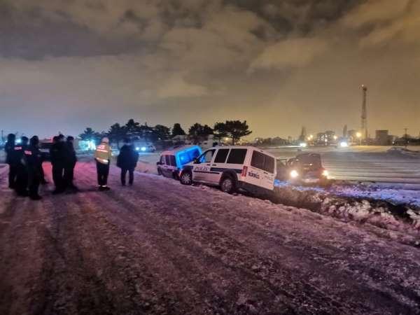 'Dur' ihtarına uymayan ehliyetsiz sürücü ve beraberindekiler kaza yapınca yakalandı