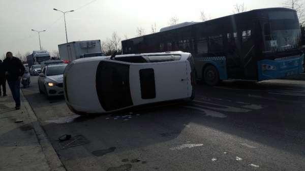 Sultangazi'de araç takla attı, kaza nedeniyle trafik oluştu