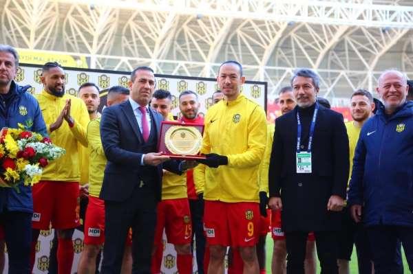 Umut Bulut, Süper Lig'de en çok forma giyen oyuncu oldu