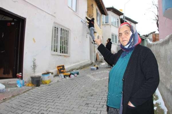 Yaşlı kadın, kredi çekip sokağa güvenlik kamerası taktırdı