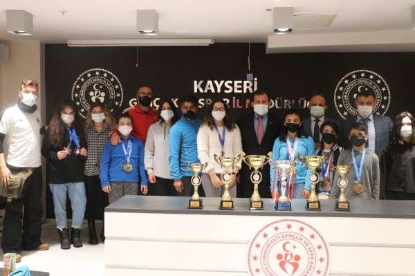Şampiyonlardan Kabakcıya ziyaret