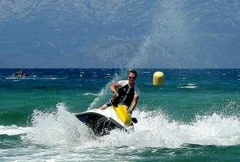 Çeşme'de adrenalin arayanların tercihi su sporları
