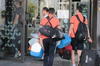 Korona virüs şoku yaşayan Akhisarspor İzmir'e geldi