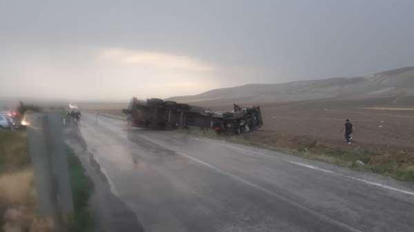 Başkentte yağış beraberinde kazaları da getirdi