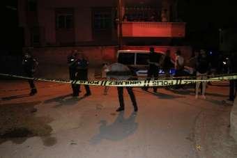 Evinin önünde silahlı saldırıya uğrayan kişi ağır yaralandı
