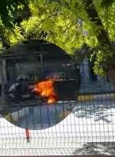 Motosiklet yolun ortasında alev alev yandı