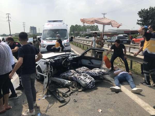 D100de feci kaza, otomobil ikiye bölündü: 6 yaralı
