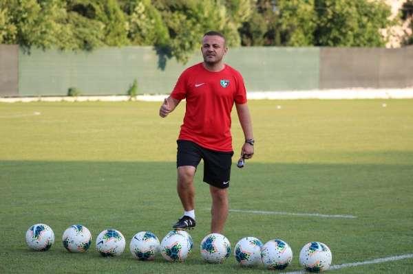 Futbolculuk ve teknik direktörlük yaptığı takımdan istifa etti