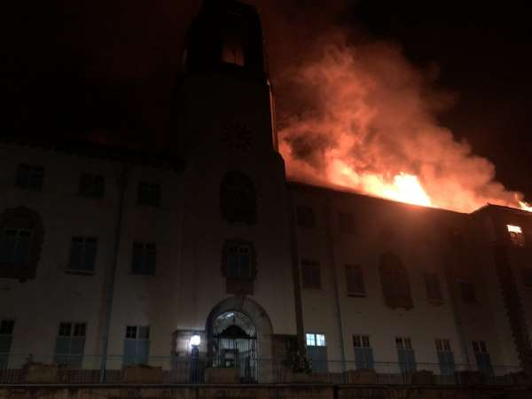 Uganda Makerere Üniversitesi'nde yangın