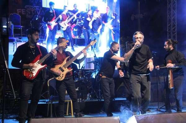 Karadeniz müziğinin sevilen ismi Resul Dündar Hüyükte konser verdi
