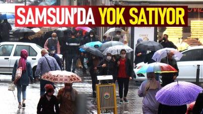 Samsun'da şemsiyeler yok satıyor