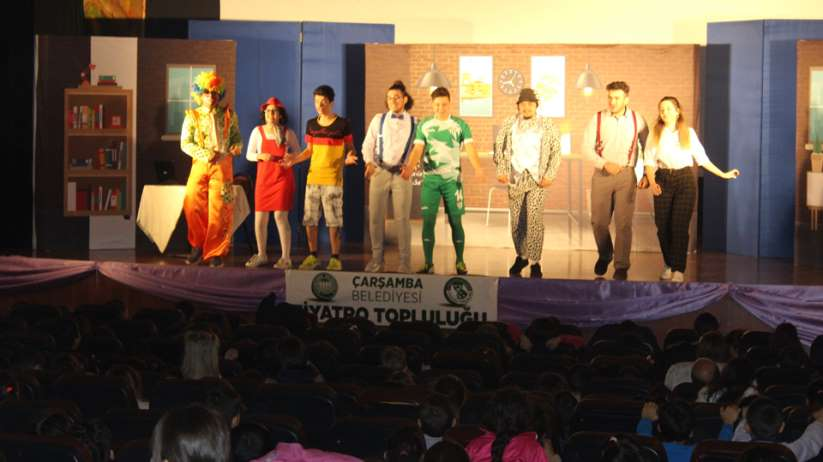 Çarşamba Belediyesi Tiyatro Topluluğunun ilk gösterisi büyük beğeni topladı