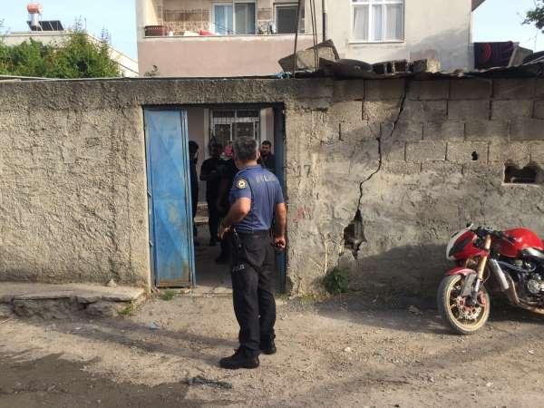 Evde patlama: 1i çocuk 3 kişi ağır yaralandı