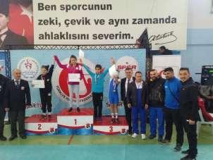 Suna Türküsever Yıldızlar Halter'de Türkiye Şampiyonu