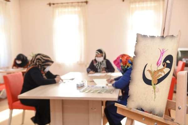 Altındağlı kadınlar tezhip sanatıyla ev ekonomisine katkı sağlıyor