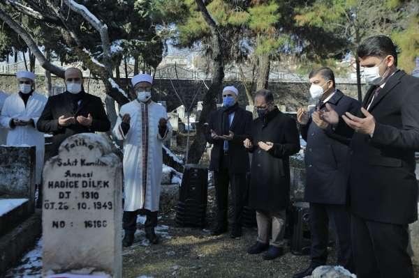 Şehit Kamil annesinin mezarı başında anıldı