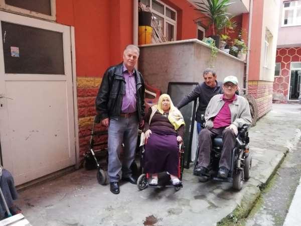 Engelli vatandaşa tekerlekli sandalye yardımı