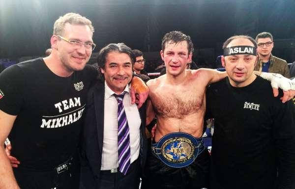 EC BOXİNG boksörü Igor Mikhalkin, Moskovada tarih yazdı