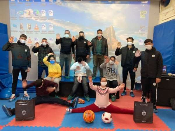 Manisa FK Akademi sporcuları down sendromlu çocuklarla buluştu