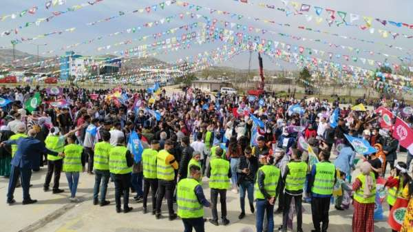 Nevruz kutlamalarında polis, terör örgütü propagandasına geçit vermedi