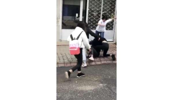 (Özel) Genç kızın yere yatırılıp tekme tokat dövüldüğü anlar kamerada