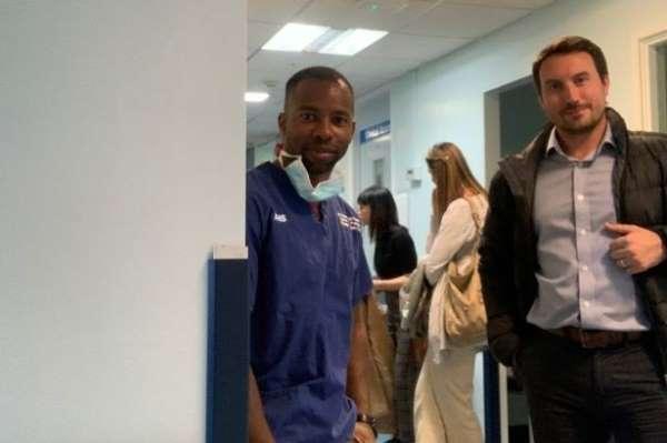 İngiltere'de 2 kulüp doktoru, gönüllü olarak korona virüsle mücadele ediyor
