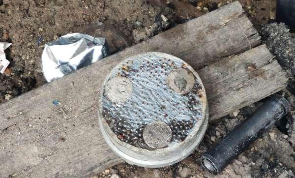 Teröristler bisküvi kutusuna bomba yerleştirmiş