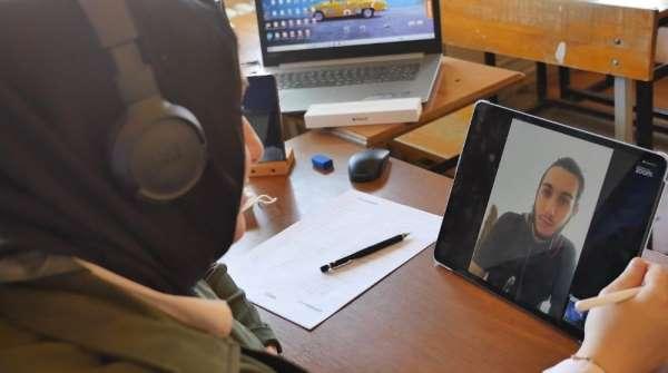 Trabzon'da üniversite sınavına hazırlanan öğrencilere ücretsiz online eğitim ver